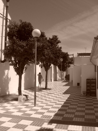 Strada_di_Marinaleda,_Andalusia_(Spagna)-View of a town's road