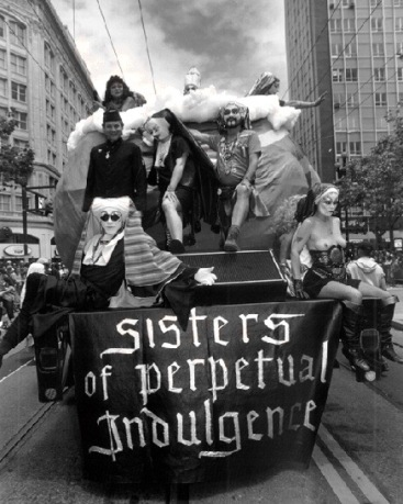 Gay1$sisters-of-perpetual-float (1)